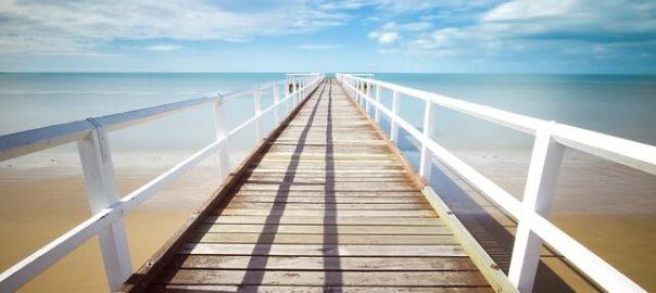 Ein Pier am Meer